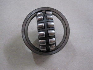Chrome Steel Spherical Roller Bearing 22211E1 High Precision DIN 635-2 Self Aligning